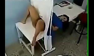 M&eacute_dico lambeu a paciente safada e o corno n&atilde_o viu