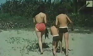 Desnudos en la playa - Playa prohibida (1985)
