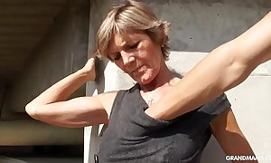 Hot golden-haired tattooed old cougar gives the most excellent blowjobs