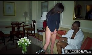 BLACKEDRAW Wife LOVES the World'_s Biggest BBC in hotel room